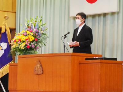新入生呼名~校長式辞の後、来賓祝辞をいただきました(PTA会長:渋井様)