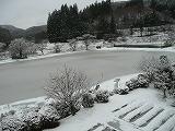 雪化粧の校庭