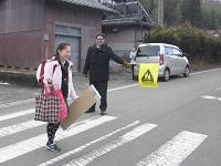 横断歩道で安全に登校