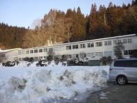 学校の様子(雪がまだまだあります)