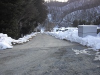校門の坂道(安全です)